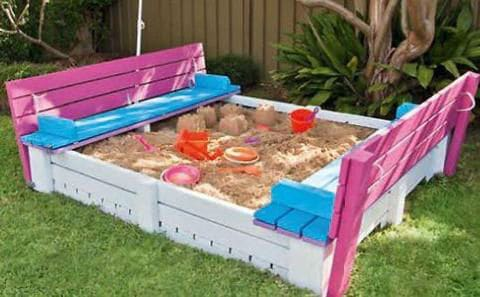 DIY Backyard Sandbox With Seating – Upcycled From Pallets!