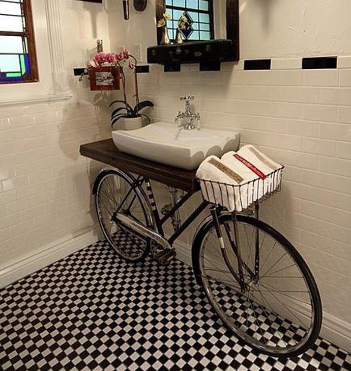 giddyupcyled-bikebathroom