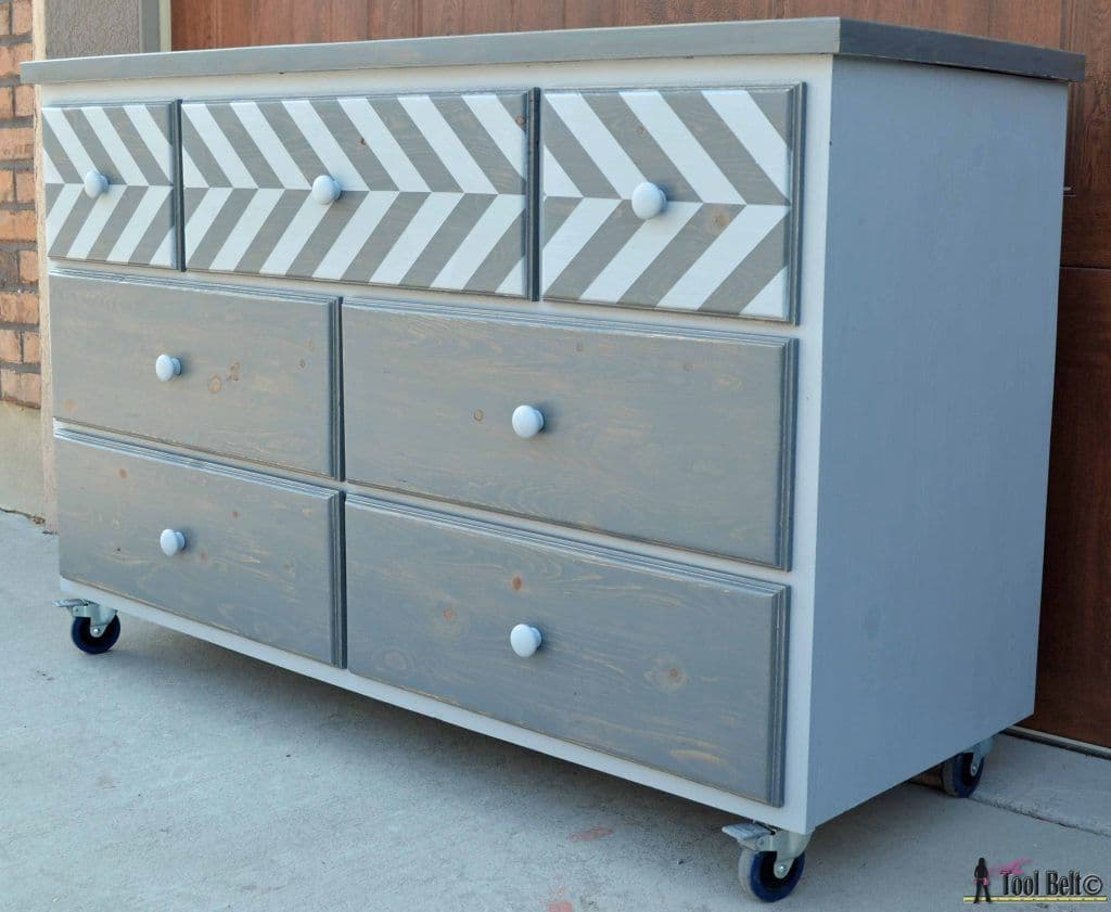 Gorgeous 7 Drawer Dresser – Made from Pallets!!